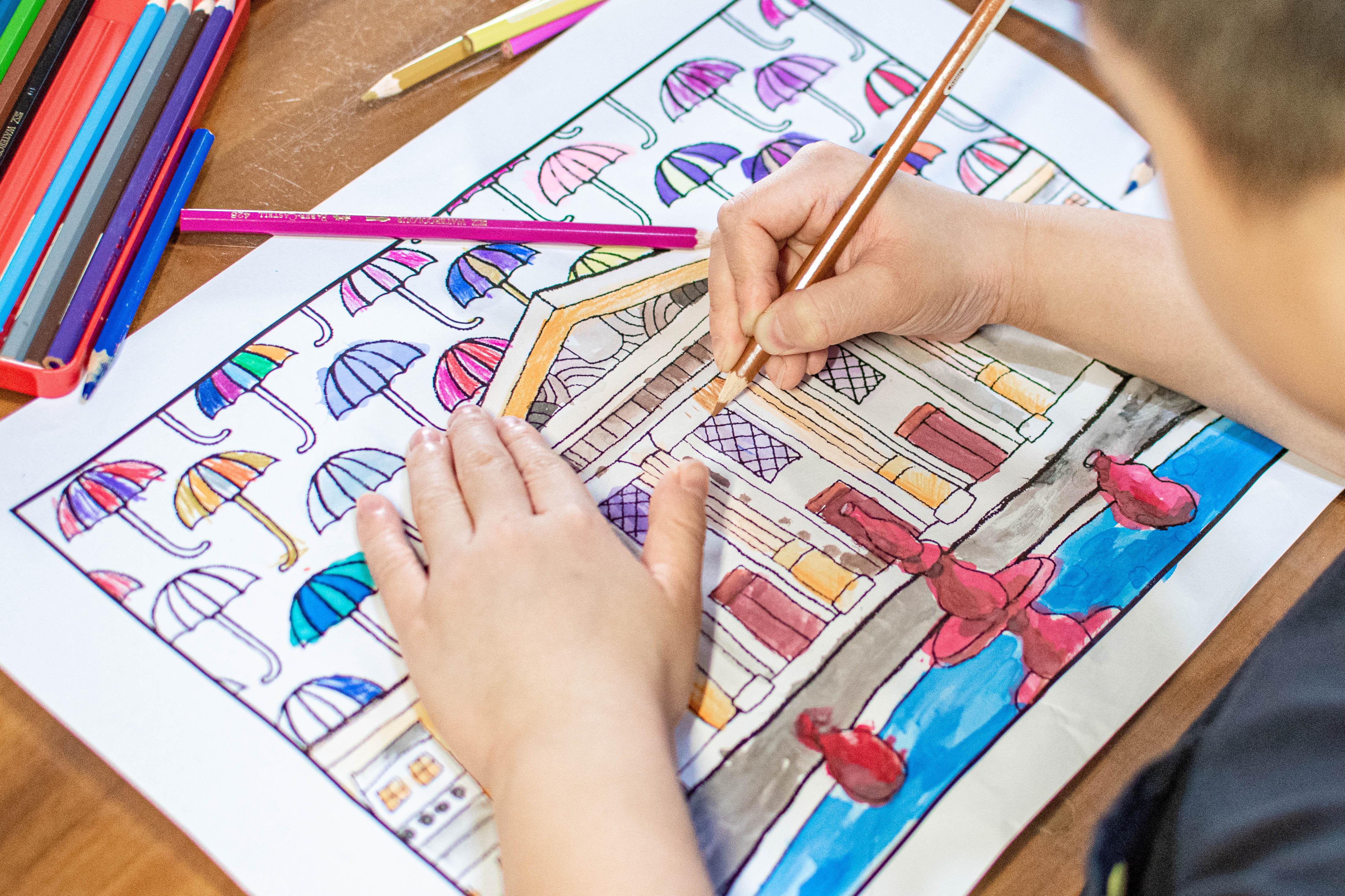 暑假宅家不無聊 435藝文特區藝術家手繪藝文場館 打造親子同樂塗鴉趣